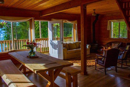 Sechelt, Canada: Cabin Interior