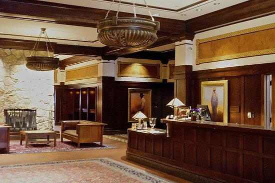 Perry, IA: Lobby of the Hotel