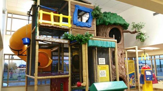 Hays, KS: Playplace Tree House