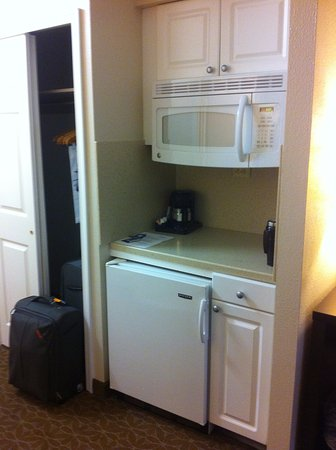 Bethesda, MD: Microwave, fridge and coffee maker
