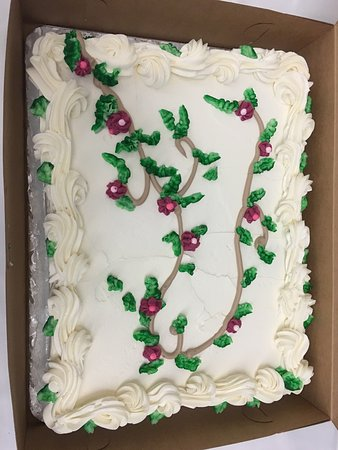 Barre, Vermont: Beautiful cake put together for us last minute - they had it ready in less than 24hrs, and perfe