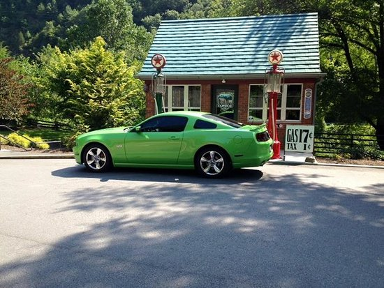 Robbinsville, NC: This is our mustang. We thought the little gas station would make a perfect picture with the car