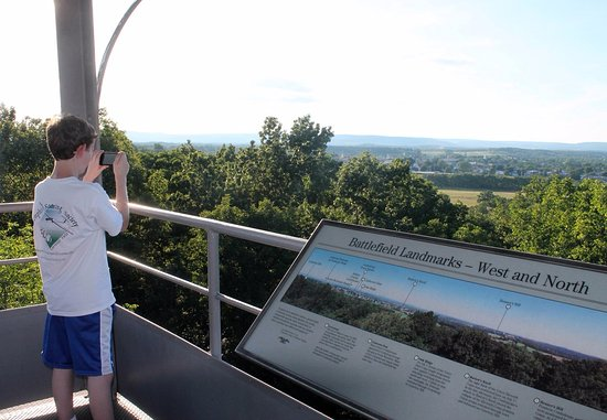 Militarny Park Narodowy Gettysburg: View of Gettysburg and the battlefield from one of three towers.