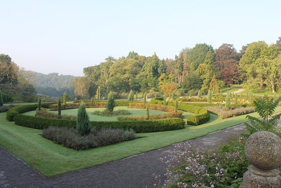 Tortworth, UK: Gardens on the side with a view of the countryside.