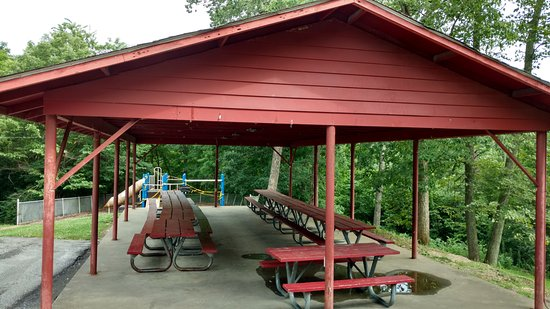Williamstown, KY: playground and covered shelter