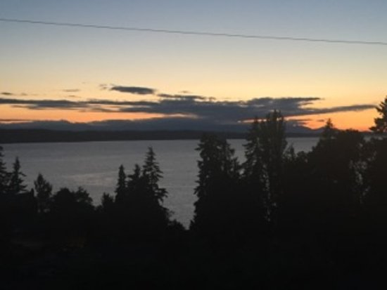 Burien, WA: Gorgeous sunset from the cottage!