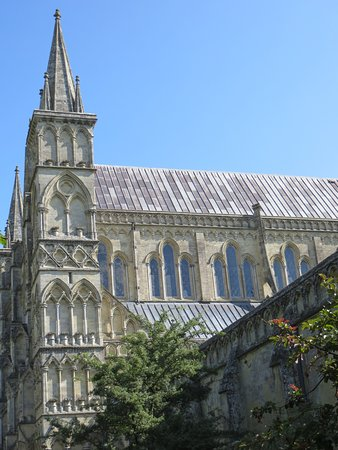 Salisbury Cathedral: Magnificent architecture and grounds
