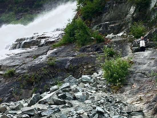 Mendenhall Glacier : Short 1 mile hike to glacier and waterfalls. Great trip.