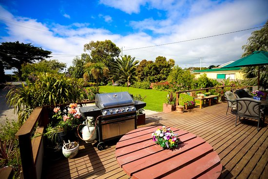 Currie, Australia: Time to relax and unwind after a round of golf.