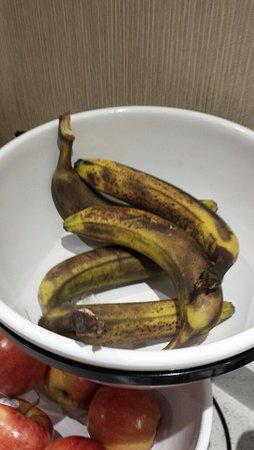 Comfort Inn & Suites Calgary Airport: Banana offerings for breakfast: time to make banana bread!