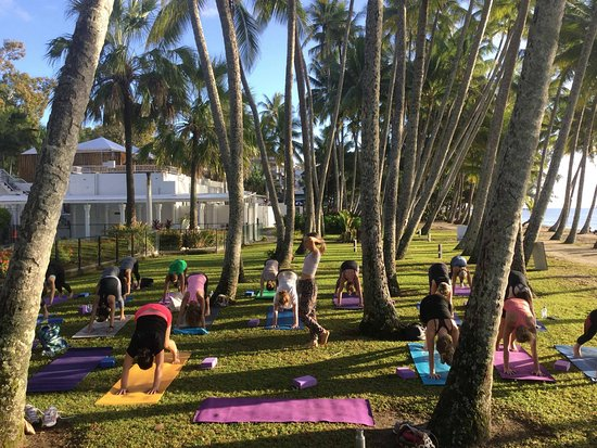 Palm Cove, Australia: Beach Yoga Class