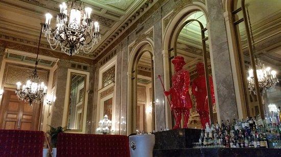 Sir Francis Drake Hotel - a Kimpton Hotel : Lobby and bar