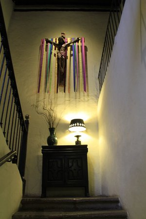 Hotel Mansion Iturbe: Escalera principal hacia habitaciones