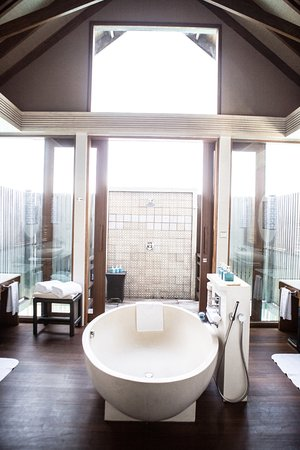 Shangri-La's Villingili Resort and Spa Maldives: shangri-la villingili - five 5 star luxury resorts - maldives - mindythelion - luxury resort rev