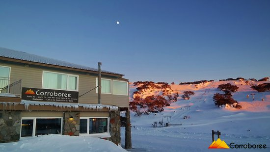 Perisher Valley, Australië: We are so close to the Ski Lifts