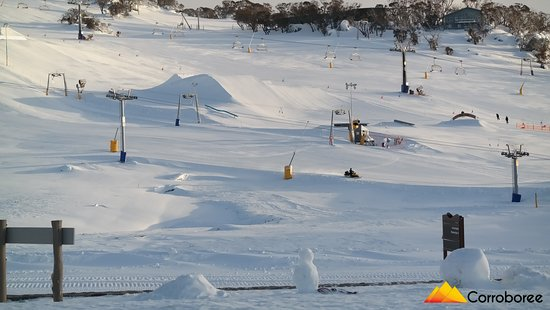 Perisher Valley, Australië: just across the road