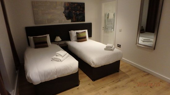 Staycity Aparthotels Laystall Street: Twin-bed ensuite