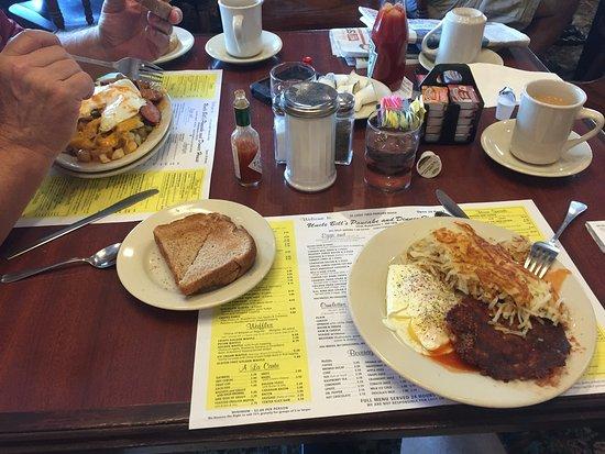 Ballwin, MO: Full Plate o' Food
