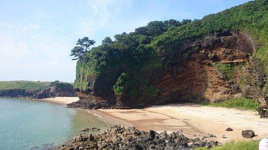Odika-cho, اليابان: まるで紅の豚に出てくるシーンのような崖に囲まれた砂浜
