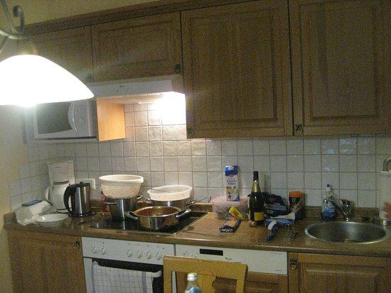 Dorfstadls Landhaus: Küchenzeile