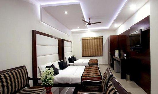 FabHotel Paharganj: Bedroom