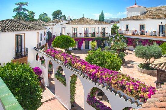 Globales Cortijo Blanco: Gardens / Jardines