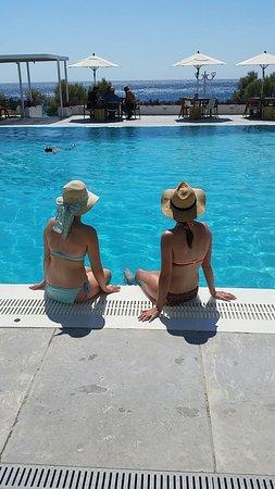 Kamari Beach Hotel: Snapchat-3073801841637014190_large.jpg