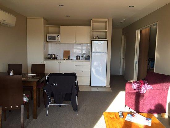 Methven, Nya Zeeland: Kitchenette & Living/Dining