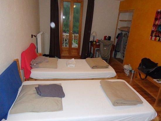 Aiguilles, Francia: chambre 3 lits (un à droite du photographe)