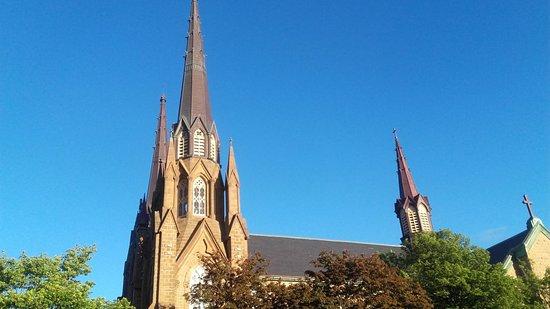 شارلوت تاون, كندا: L'esterno della basilica