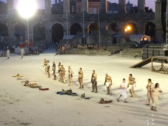Arenaen i Pula: Gladiators during show