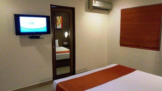 The Lotus Apartment Hotel - Venkatraman Street: Bedroom view