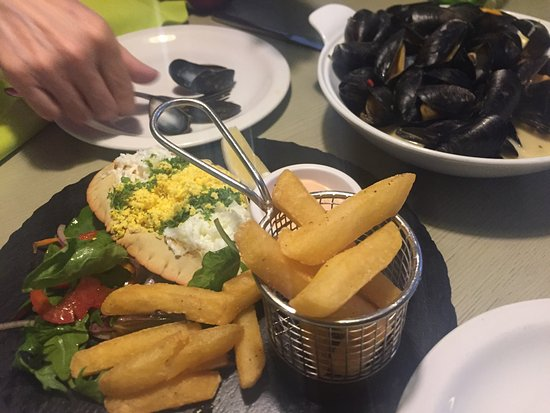 Ringwood, UK: Crab with egg, along with the moules - our two main courses