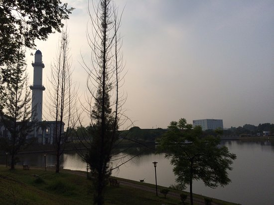 Kajang, Malesia: Lake view in the morning from RHR Hotel