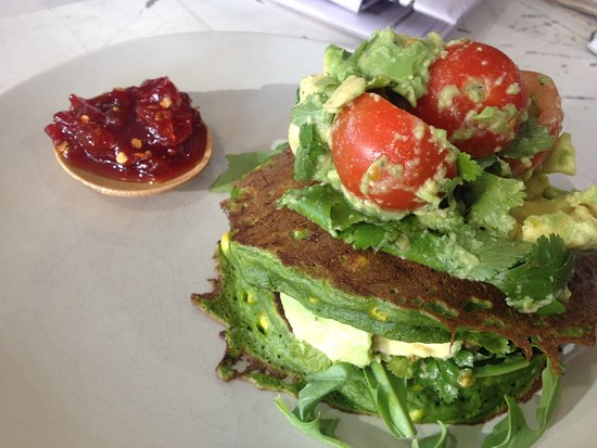 Burleigh Heads, Australia: Corn Fritter with avocado salsa and home made chilli jam