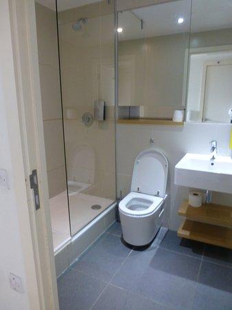 Hayes, UK: bathroom