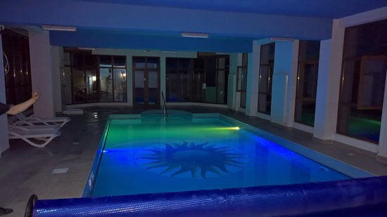 Targu Jiu, Rumania: Pool is available all the time, even at night