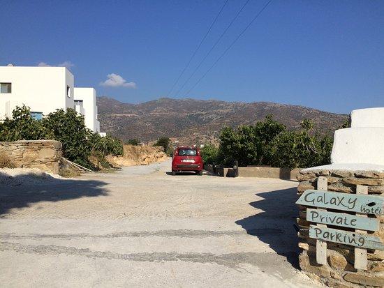 Milopotas, اليونان: parking area
