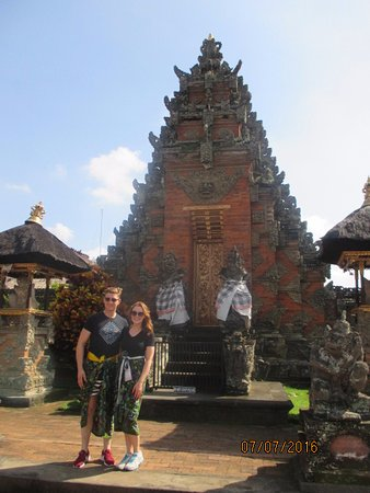 Agus Bali Private Tours: Visiting a temple