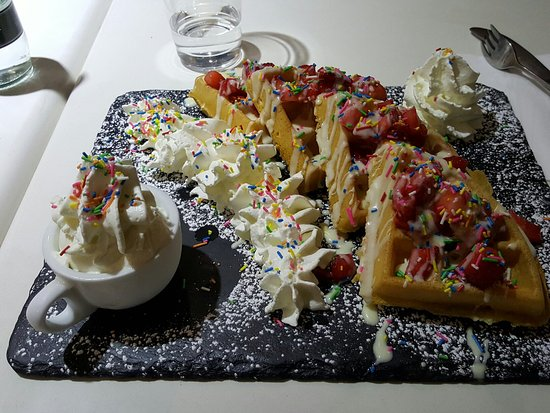 Southall, UK: Strawberry sensation waffle with whipped cream and 100s & 1000s