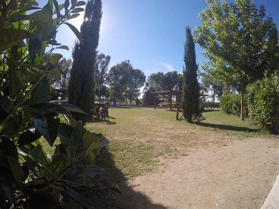 Aprilia, Italia: entrata area picnic/giochi