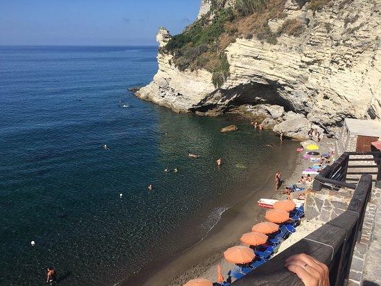 Hotel Residence Sant'Angelo: panorama dalla scaletta per accedere alla spiaggia