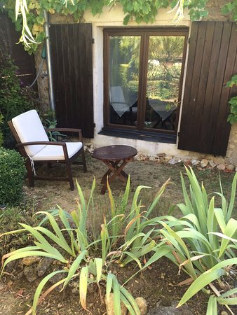 Monthou-sur-Cher, Francia: Small terrace (not private) outside the studio