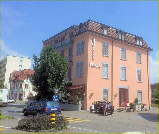 Kreuzlingen, Suisse : Vista del Hotel desde la calle