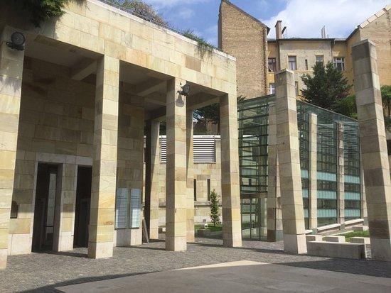 Holocaust Memorial Center : photo6.jpg