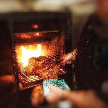 Ilfracombe, UK: Poole Batton rare breed Pork sealing in the char oven
