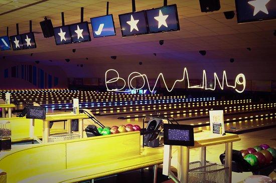 Washington, UK: Bowling