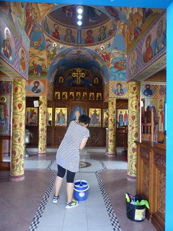 Paralimni, Chipre: Lucky to pass while she clean the church.