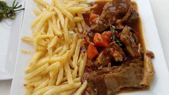 Teror, Ισπανία: Carne de cabra con papas fritas