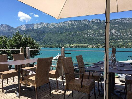 Doussard, Francia: La Cuillère à Omble Café Restaurant